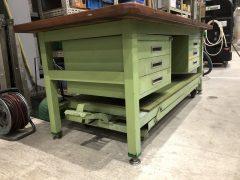 【Sold out】【完売】サカエ製 重量作業台 ペダル昇降移動式の写真06